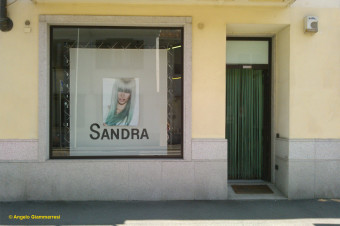(English) SANDRA Hairdresser